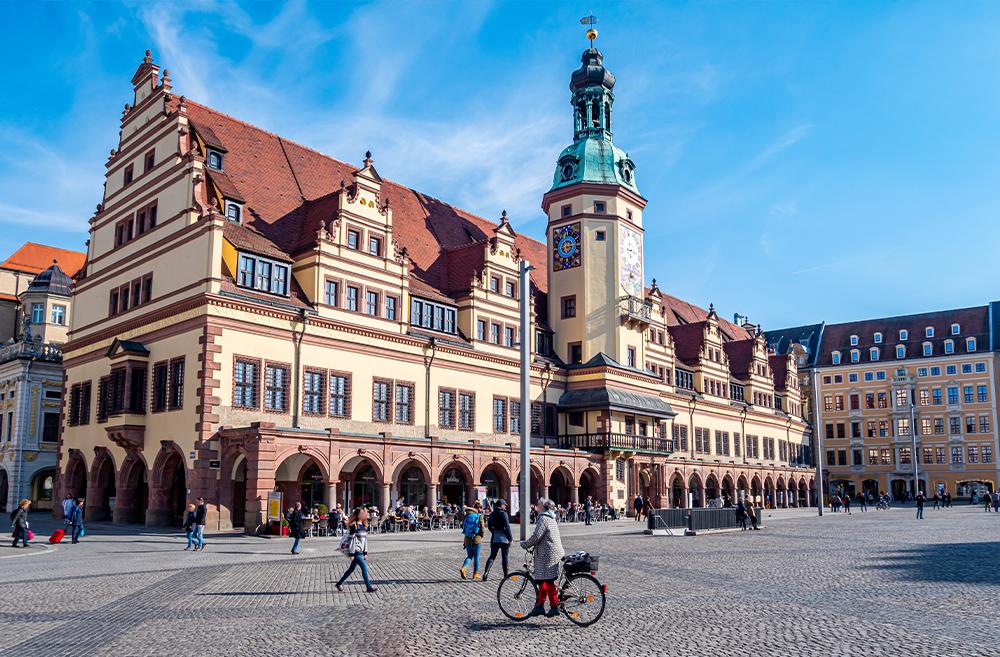 Marktplatz mit altem Rathaus